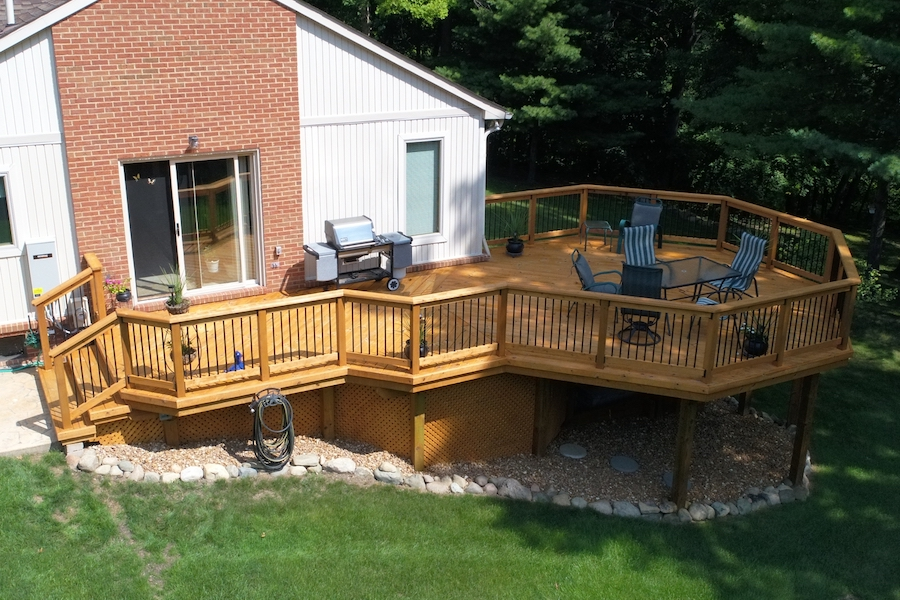 CustomDecks.com: Custom Deck Builders Serving Metro Detroit | MGE Carpentry - Deck003