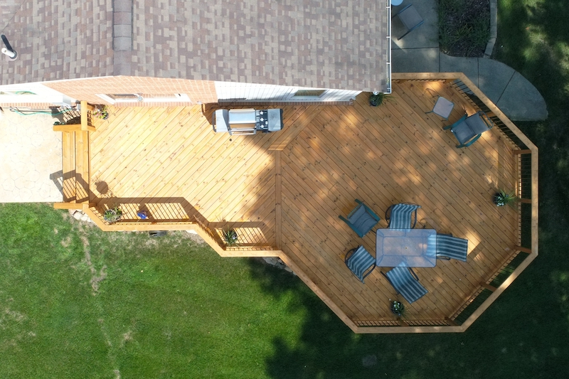 CustomDecks.com: Custom Deck Builders Serving Metro Detroit | MGE Carpentry - Deck004